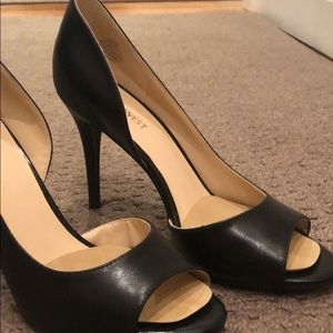 Timeless pumps worn once